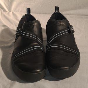 Puma Men's Black Velcro Elastic Slip-on Size 11.5
